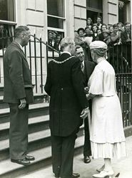 Queen Mary visits a London YMCA
