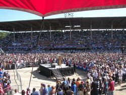 14, 000 people waiting to hear the Chorale sing