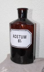Antikvarinis vaistines butelis. Kaina 16 Eur.