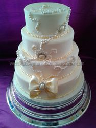 Pearls, brooch  and Bow wedding cake
