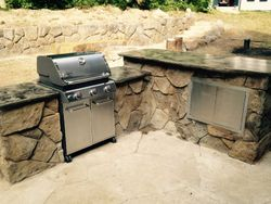 L-Shaped Kitchen with rolling grill insert