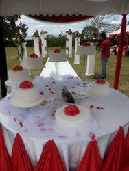 Red and white wedding deco