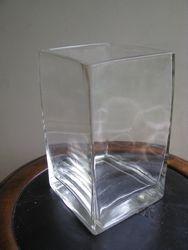 Storo stiklo vaza. Kaina 8 Eur.