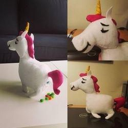 Skittles pooping unicorn