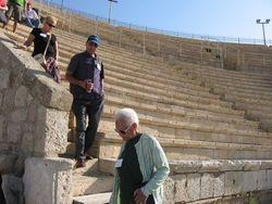 En el anfiteatro de Cesarea Maritima