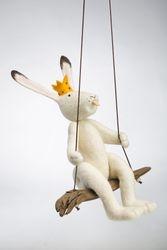 Kiikkupupu, Swinging bunny