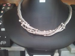 Silver rope effect necklace 195e