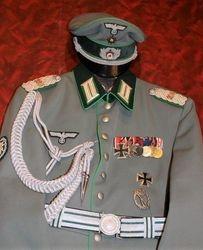 Gebirgsjäger Officers, Waffenrock: