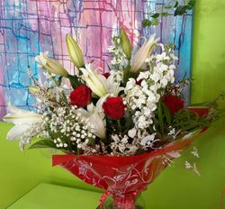 Red Roses and Lilies Bouquet