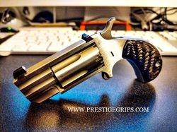 NORTH AMERICAN ARMS PUG smooth black CF mounted
