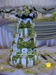 Green and white wedding cake1 (W017)