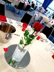 "24'"" table centerpieces with red rose and 12"" Mirror"