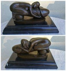 Bronzine Erotine statula marmuriniu pagrindu. Kaina 207