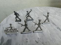 Alaviniai kareiveliai. 6 vnt. Kaina 26 uz visus