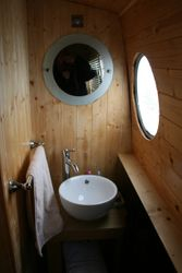 Wasbasin in bathroom