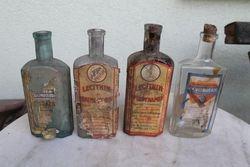 Tarpukario buteliai su vaistu etiketem. 4 vnt. Kaina po 9 Eur.