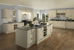 COLONIAL PENDLE OYSTER (PALE CREAM) PAINTED KITCHEN