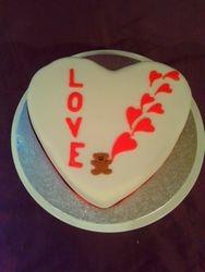 love heart valentine cake