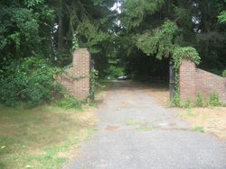entrance to the  farm on Commack road