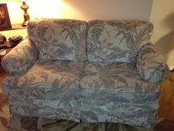 Loveseat-