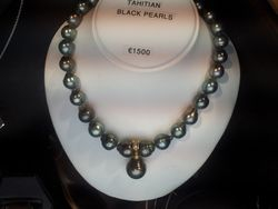 Beautiful Tahitian black pearls with 18ct diamond set black pearl drop 1500e