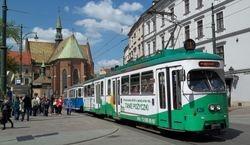 E1 tram + trailer in Pl. Wszystkich Swietych.