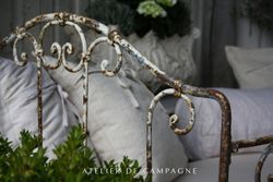 #22/016 Lrg French Daybed detail