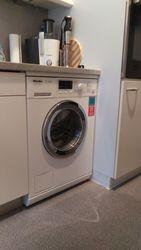 Miele Waschmaschine und moderne, energiesparende LED Beleuchtung