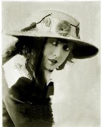 24 Mabel in white hat