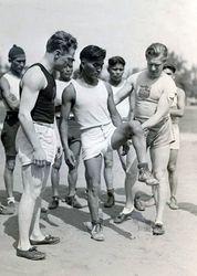 Charley teaching form to Garnett Billy