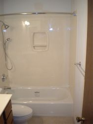Marble surround w/soap & shampoo