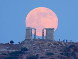 Supermoon 2013 rises over Sounion. 2013/06/23