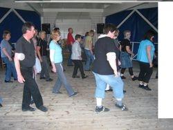 Sommardansen den 17 juni. Dansare kom från klubbar i Örebro, Karlskoga, Kristinehamn, Lindesberg och Tyskland