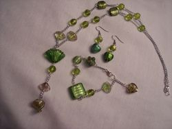 Green foil lined glass and chain set