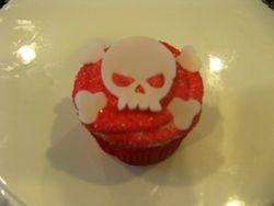 Skull Crossbones cupcake