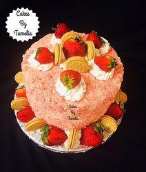 Oreo Strawberry Crunch Cake