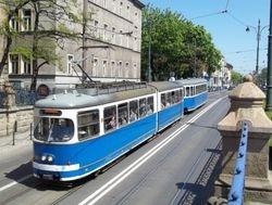 E1 Tram + Trailer, heading West along Lubicz