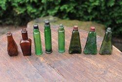 Antikvariniai spalvoti buteliukai su uzrasais. 4 vnt. Kaina po 3,5