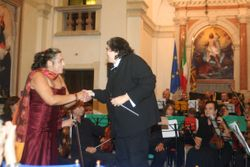 VC shaking hands with guest soprano in Martellago