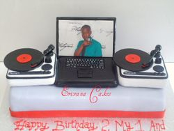DJ Turntable with Laptop Cake(SP040)