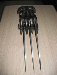 Skull Metal Claws Gauntlet