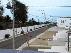 Calle de la urbnizacion con salida al area social
