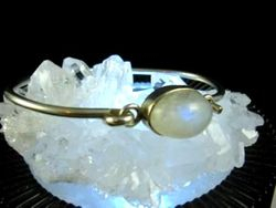 09-00122 Rainbow Moonstone Cabochon in Sterling Silver Bracelet
