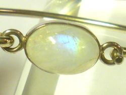 09-00122b Rainbow Moonstone Sterling Circlet Bracelet