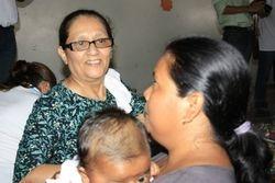 Hna Sarari ministers to the women