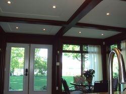 Plafond de bois, poutre de bois