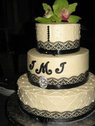 Lace and Pearls Wedding Cake