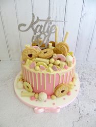 Biscuit drip cake in pink and white