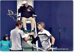 Handshake Tomas Berdych and Ilya Ivaskha