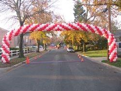 Cardinal 5K Race Large Spiral Balloon Arch